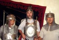 Участники лагеря в Юртах Индряй примерили доспехи кипчаков